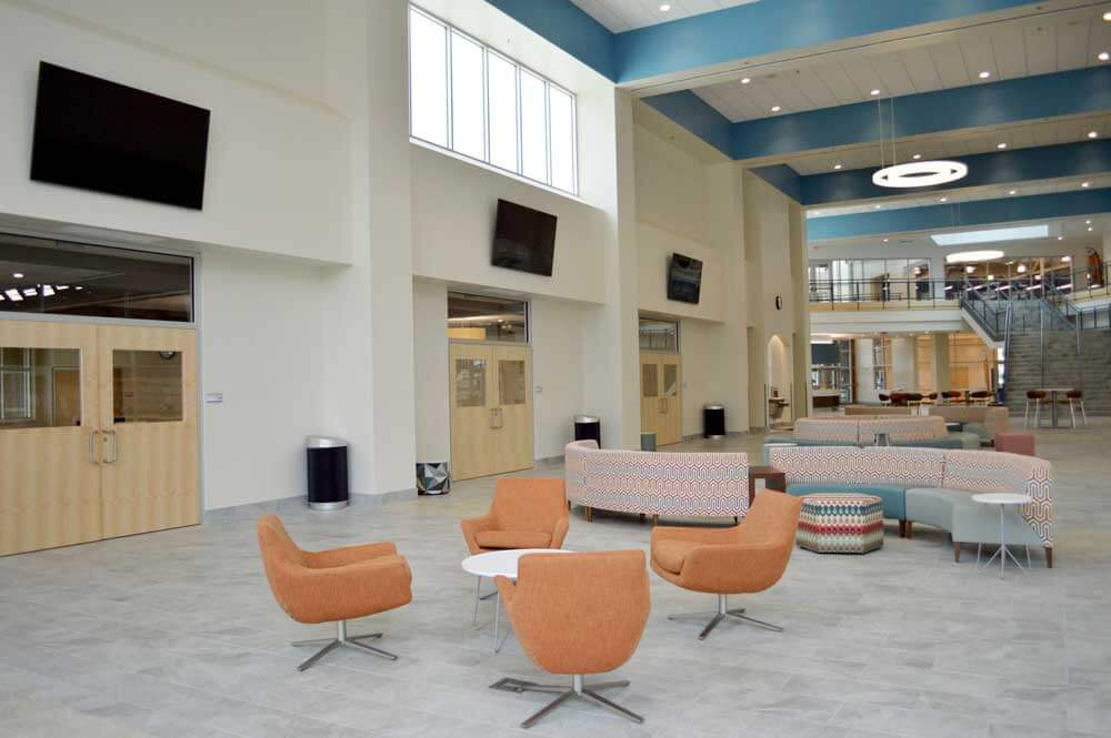Image of Elkhart Health and aquatics Commons atrium